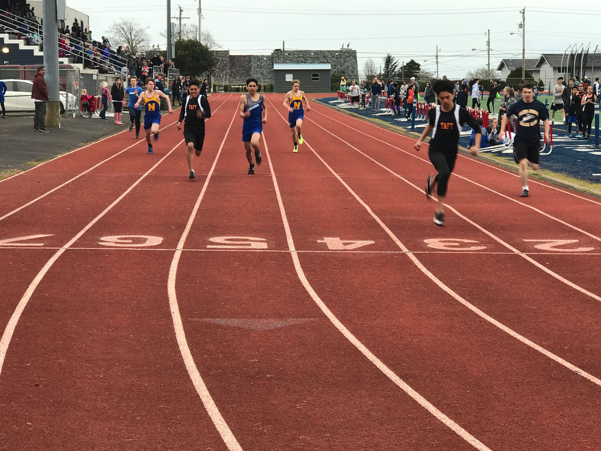 Brayan Mateo winning his 200m heat
