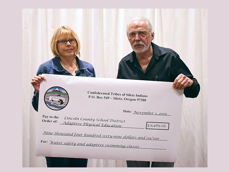 Siletz Tribe gives away 500000