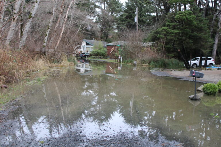 UPDATED: NWS issues flood warnings for Central Oregon Coast