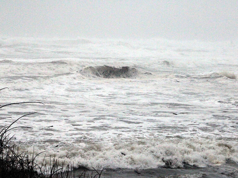 Sneaker wave warning issued by NWS